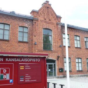 Kuopion kansalaisopiston päärakennus.