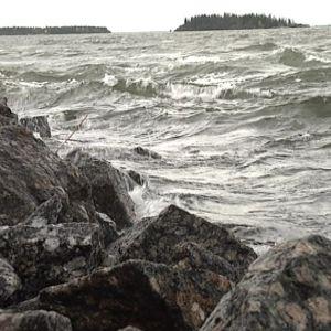 Meri myrskyää