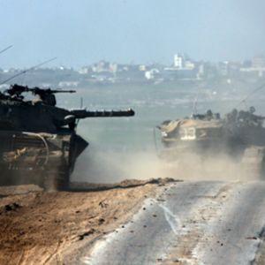 Israelin panssarivaunuja matkalla Gazan kaistalle tammikuussa.