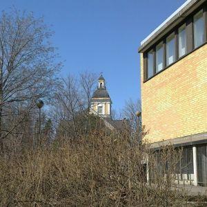 Leppävirran kunnantalo ja kirkon torni