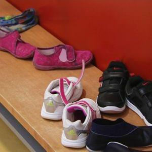 Lasten kenkiä päiväkodin eteisessä.