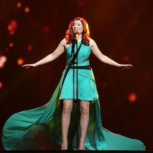 Pernilla esiintymässä Euroviisujen semifinaalissa.