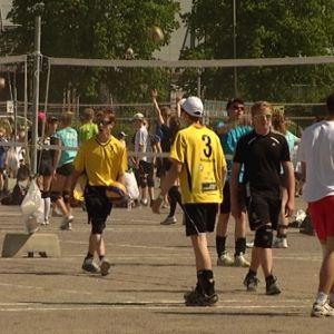 Lentopalloilijat pelaavat Turun Kupittaalla.