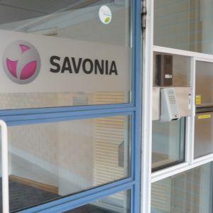 Savonia-ammattikorkeakoulun pääovi Iisalmessa.