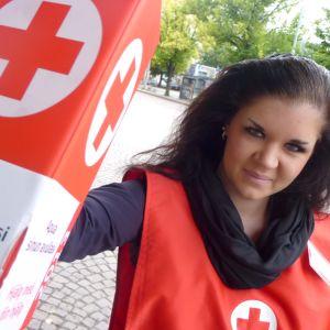 Suomen Punainen Risti on yksi suurista rahaa keräävistä järjestöistä. Saana Kurkela oli mukana syksyllä 2012 Nälkäpäivä-kampanjan kerääjänä.