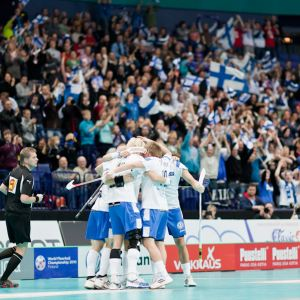 Suomen salibandymaajoukkue vuoden 2010 kotikisoissa.