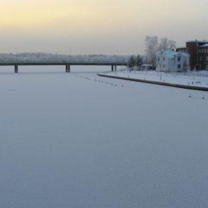 Vanajaveden jäätä ja talvimaisemaa Hämeenlinnassa