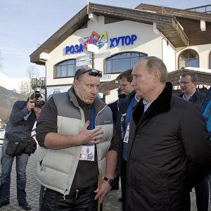 Vladimir Potanin juttelee Vladimir Putinin kanssa.