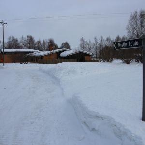 Ristin koulu talvella