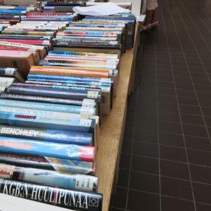 Kirjaston poistokirjoja.