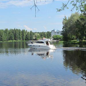 Vene vesillä Hämeenlinnassa.