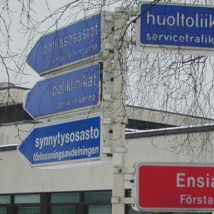 Keski-Pohjanmaan keskussairaalan kylttejä.