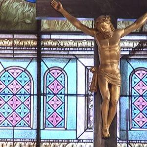 Jeesus ristillä Pyhän ristin kirkossa Raumalla