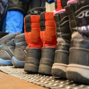 Hyvät kengät pitävät lapsen jalat lämpimänä.