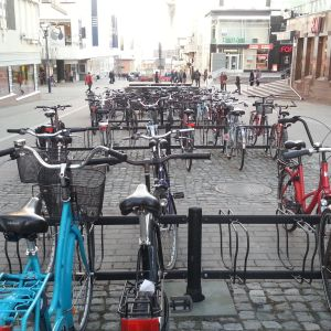 Pyöräparkki Jyväskylän keskustassa.