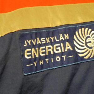 Jyväskylän Energian logo takin selässä.