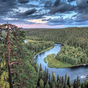 Päähkänänkallio ja Kitkajoki Karhunkierroksella.