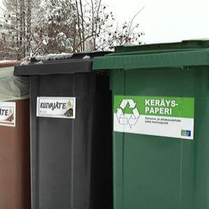 Svenskar sorterar papper och glas bast 3