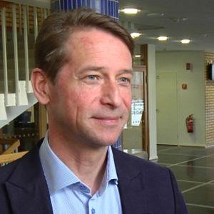 Tapani Mäkinen on toiminut myös kokoomuksen kansanedustajana vuosina 2003–2004 ja 2007–2015.