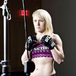 Tina Lähdemäki UFC:n promokuvauksissa Yhdysvalloissa.