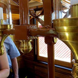 Kunnostettu vanhanaikainen vaunulamppu.
