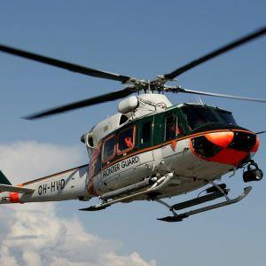 Tällainen Agusta Bell 412 -tyyppinen helikopteri löysi kadonneen naisen Leivonmäellä.