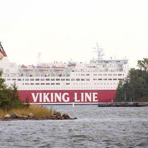 Viking Linen risteilyalus Helsingin edustalla.