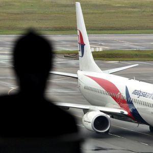 Malesialainen lentokone rullaa Kuola Lumpurin kansainvälisellä lentokentällä.