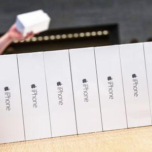 Applen uusia iPhone6-älypuhelimia myynnissä Berliinissä, Saksassa, 19. syyskuuta.
