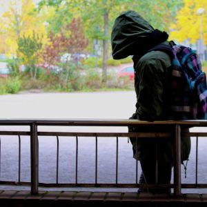"""""""Olen yksin loppuelämäni"""" – A2 Koulukiusaamis-illan nettikeskustelussa jaettiin suuri määrä kiusaamiskertomuksia"""