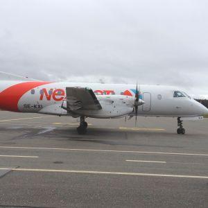 NextJet lähdössä iltapäivälennolleen Porista kohti Tukholmaa.