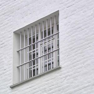 Kalterit Sukevan vankilan ikkunassa