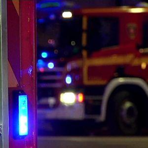 Paloauto lähikuvassa.
