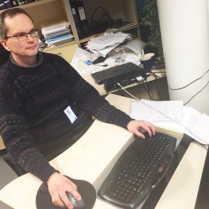 Dekaani Markku Juntti löysi Oulun yliopiston tilastoista vain yhden vielä paremman tohtorivuoden.