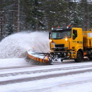Tenho Arosanervon tehtävänä on pitää 40 kilometrin pätkä lumesta puhtaana Jämsä-Muurame tiellä.