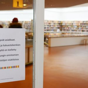 Rovaniemi on ensimmäisenä kaupunkina Pohjois-Suomessa kieltänyt laajemmin liukuestekenkien käytön