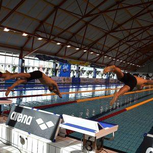 Miehet hyppäävät matkaan 800 metrin vapaauintimatkalleen uinnin SM-kisoissa Vaasassa.