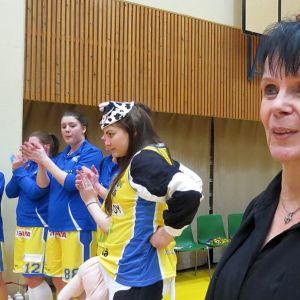 Mervi Nurmi toimi pitkään ja ansiokkaasti Äänekosken Huiman naisten koripallojoukkueen valmentajana.