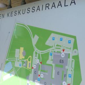 Kanta-Hämeen keskussairaalan opastekyltti