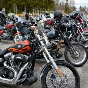 Moottoripyöriä Motoristit koulukiusaamista vastaan -kampanjassa