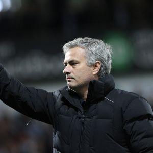 Jose Mourinho nostaa etusormen pystyyn