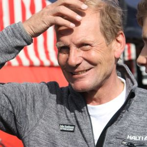 Juha Kankkunen kisaa pojansa Nikon kanssa.