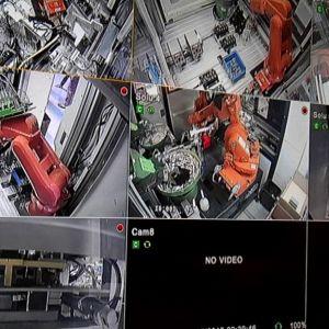 Robotteja Vaasan ABB:n kytkintehtaalla.