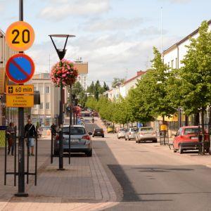 Näkymä Varkauden Kauppakadulle kesällä.