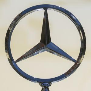 Mercedes-Benzin keulakoriste.