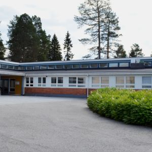 Suomussalmella sijaitseva Ruukinkankaan koulu.