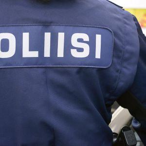 Poliisiviranomainen Helsingissä 2. kesäkuuta 2015.