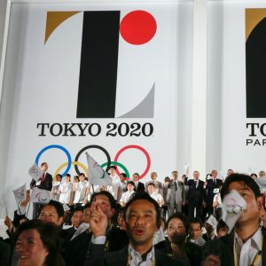 Tokion olympialaiten logo ja paralympialogo 2020