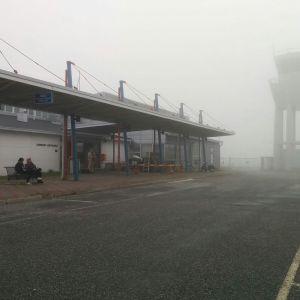 Sumuinen aamu Joensuun lentoasemalla