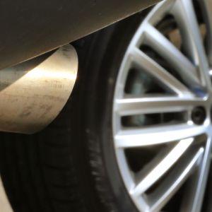 Volkswagen-merkkisen auton pakoputki.